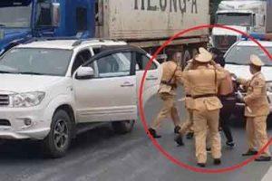 Cảnh sát giao thông truy bắt cướp giống như phim