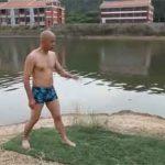 Nhà sư chùa Thiếu Lâm Tuyền Châu chạy trên mặt nước.